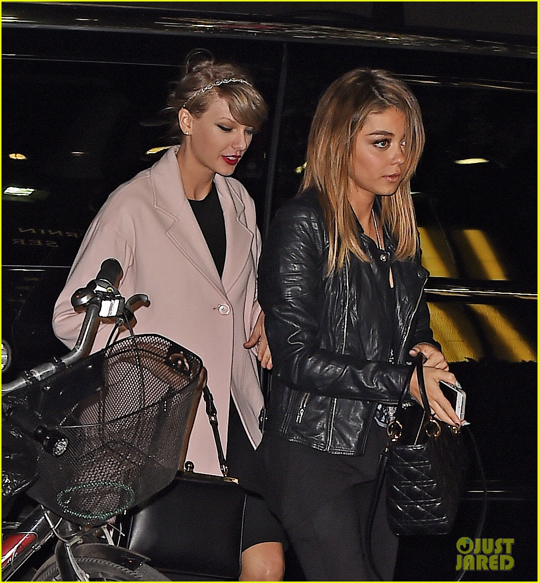 taylor swift sarah hyland see off broadway play 043097940