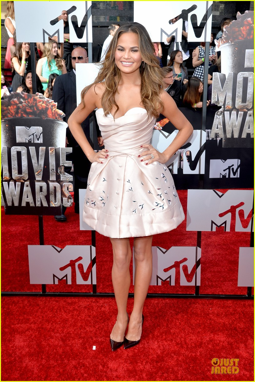 chrissy teigen mtv movie awards 2014 013091130
