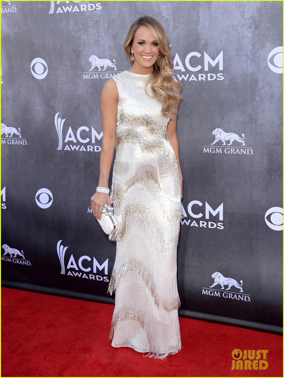 carrie underwood acm awards 2014 red carpet 013085766
