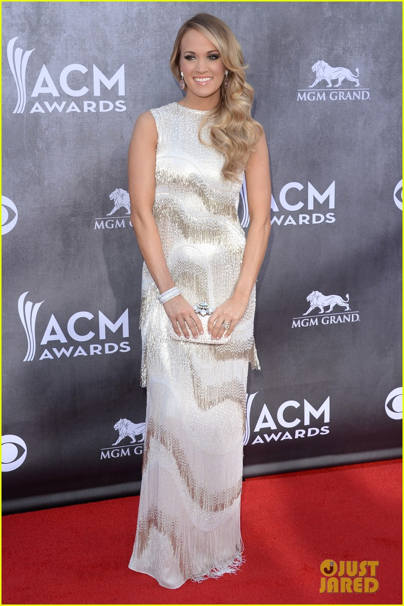 carrie underwood acm awards 2014 red carpet 053085770