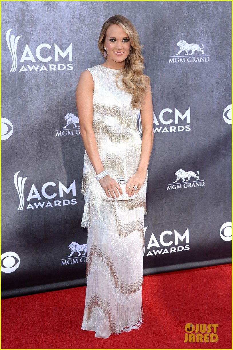 carrie underwood acm awards 2014 red carpet 08