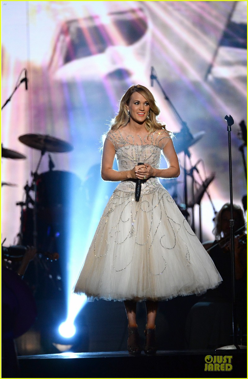 carrie underwood salute the troops 14