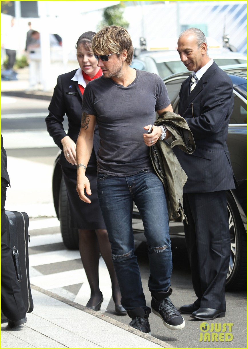 keith urban catches flight to make it back for american idol tonight 09