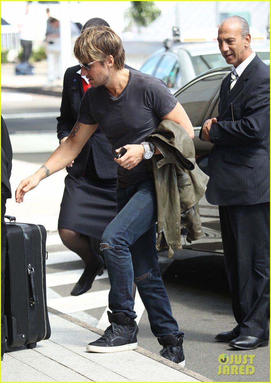 keith urban catches flight to make it back for american idol tonight 10