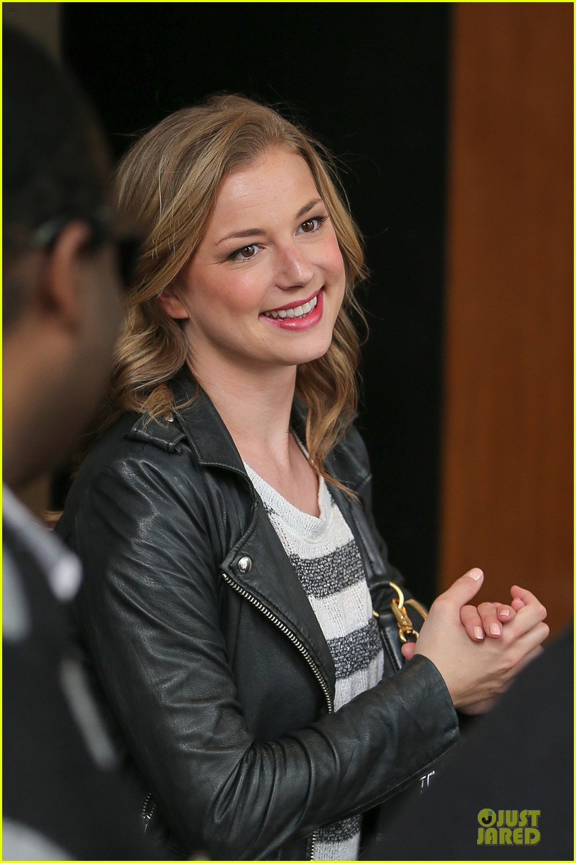 emily vancamp leather on tonight show 04