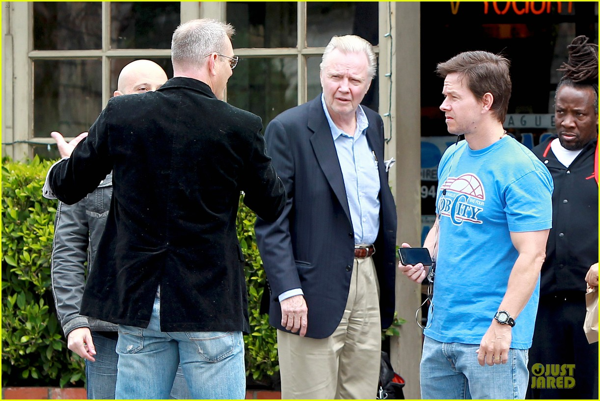 mark wahlberg meets up with jon voight 023099737