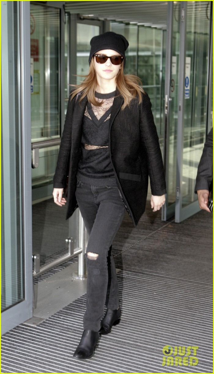 emma watson flies back to london after quick new york trip 02