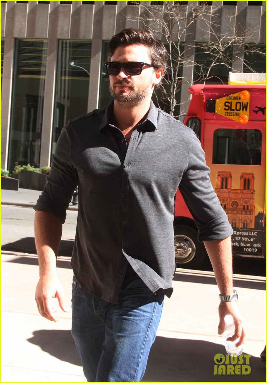 tom welling focusing on movies is very proud of smallville 083088504