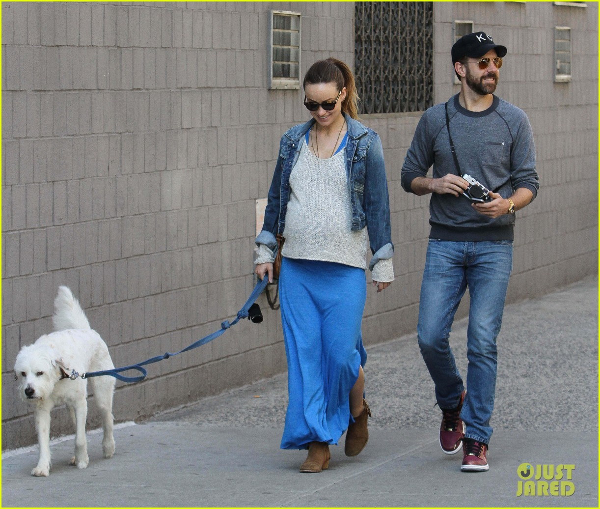 olivia wilde growing baby bump dog walk 163092190