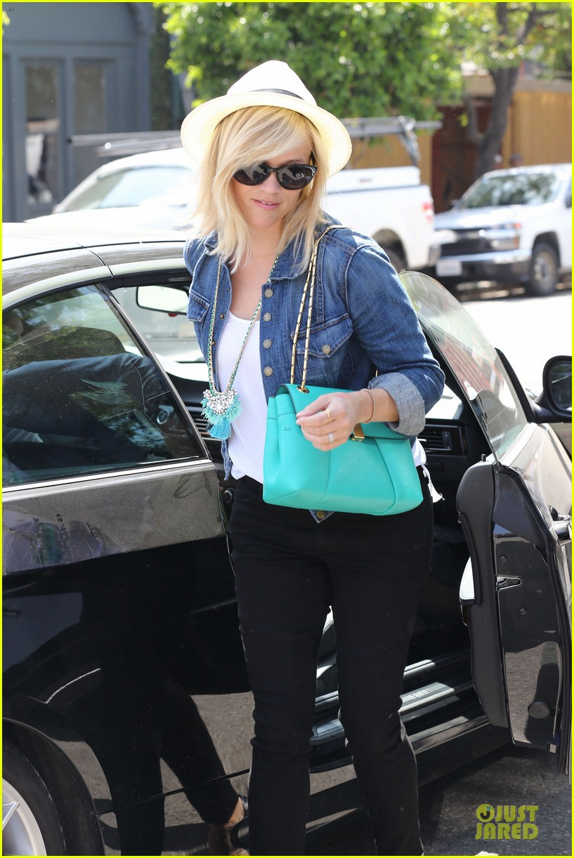 reese witherspoon denim delight at oscar de la renta 12