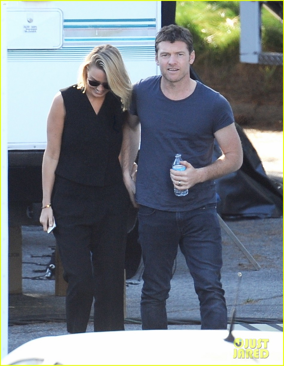 sam worthington visit from lara bingle on cake set 06