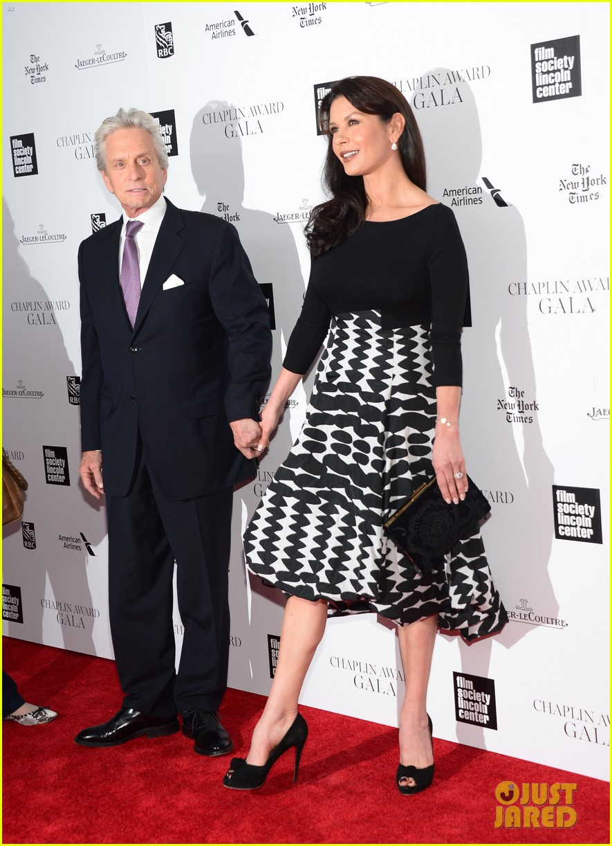 catherine zeta jones michael douglas hold hands red carpet 10