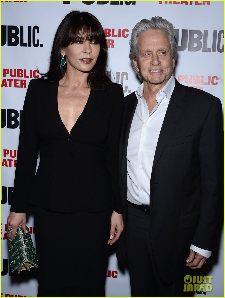 catherine zeta jones michael douglas rare red carpet appearance 02