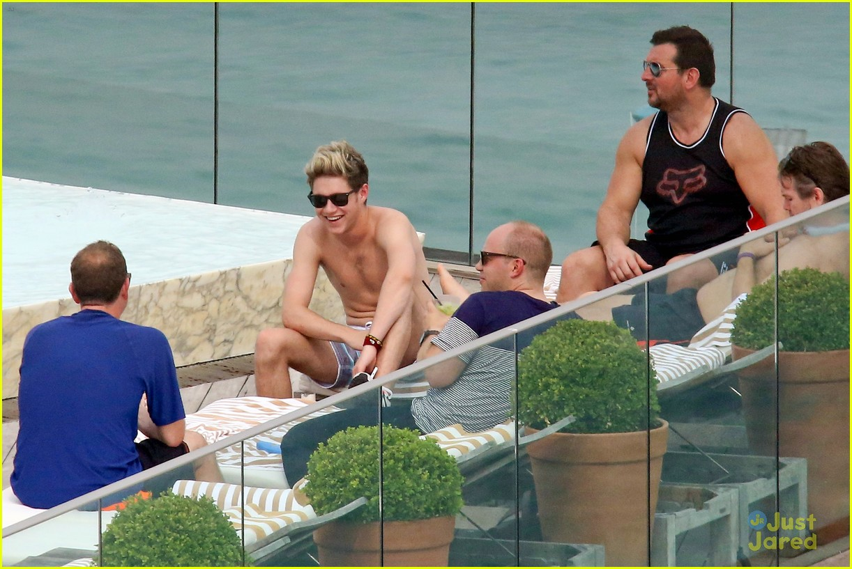 one direction harry niall rio shirtless 30