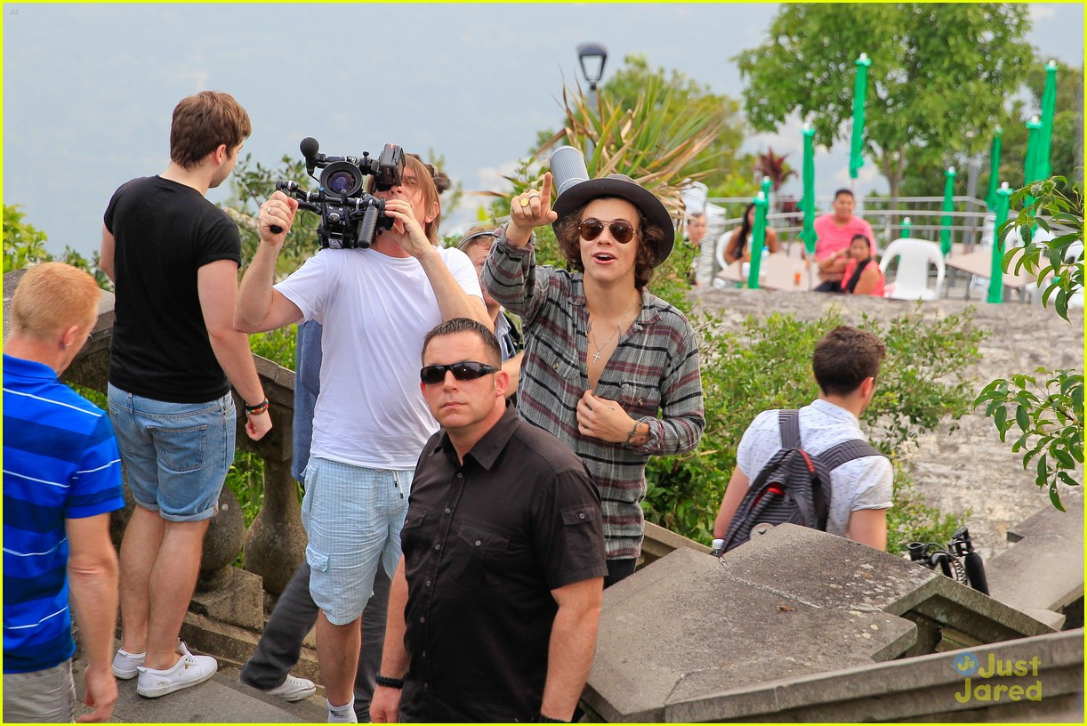 one direction visit christ redeemer statue 123107903