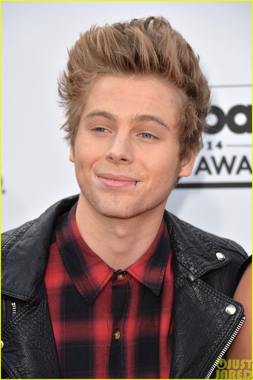 5sos make silly faces at the billboard music awards03