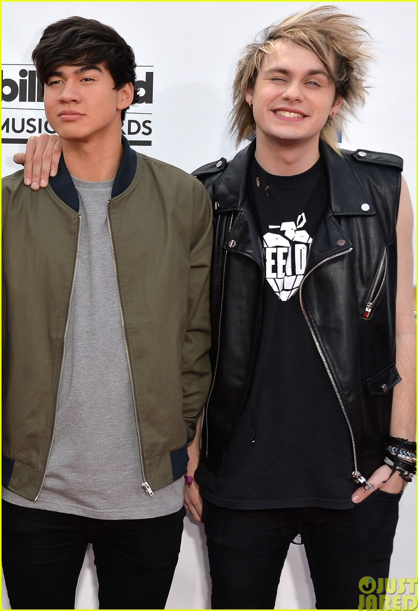 5sos make silly faces at the billboard music awards04