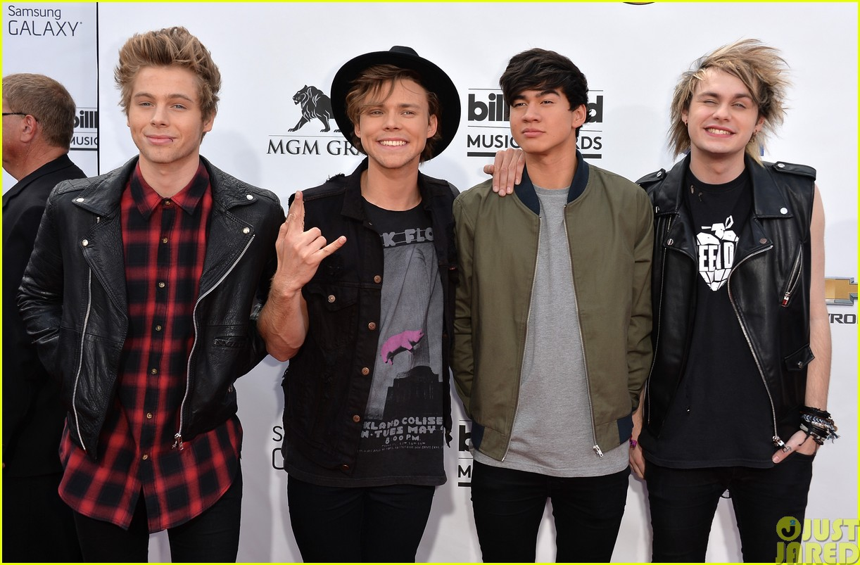 5sos make silly faces at the billboard music awards103116687