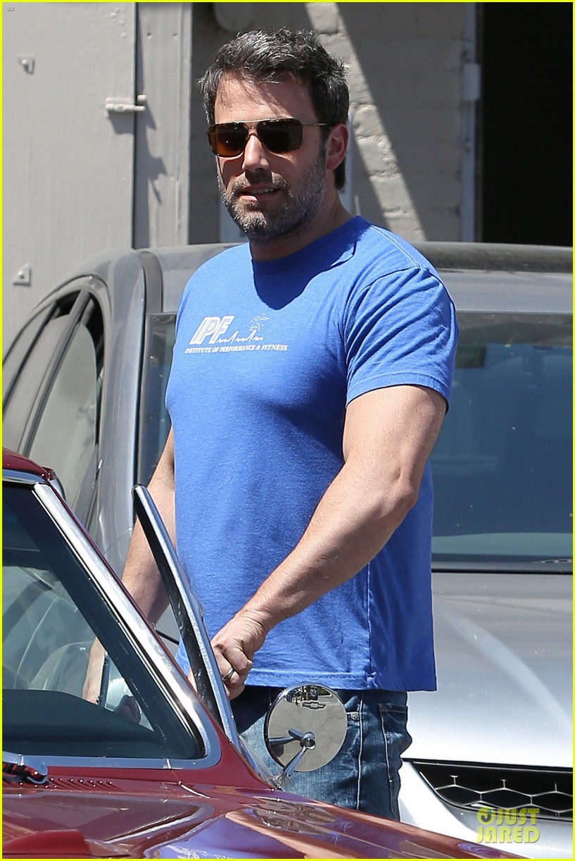 ben affleck buff body in tight tee 043112848