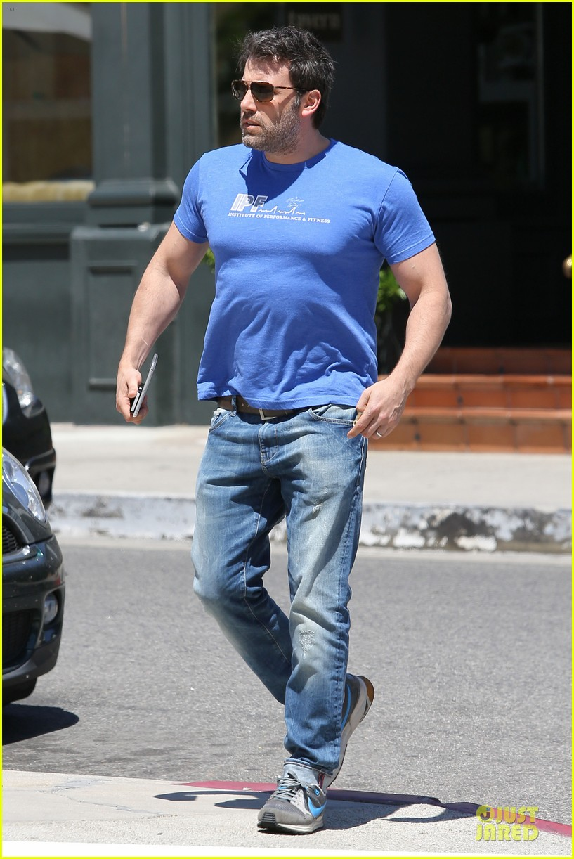 ben affleck buff body in tight tee 093112853