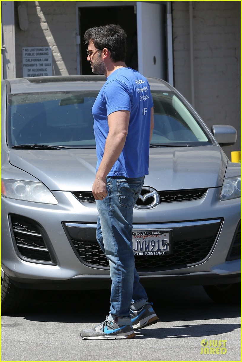 ben affleck buff body in tight tee 16