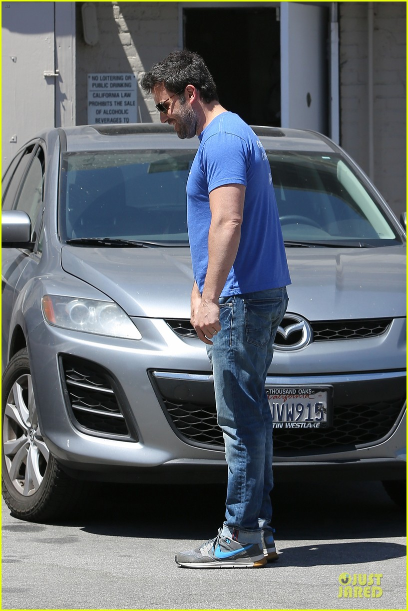 ben affleck buff body in tight tee 21