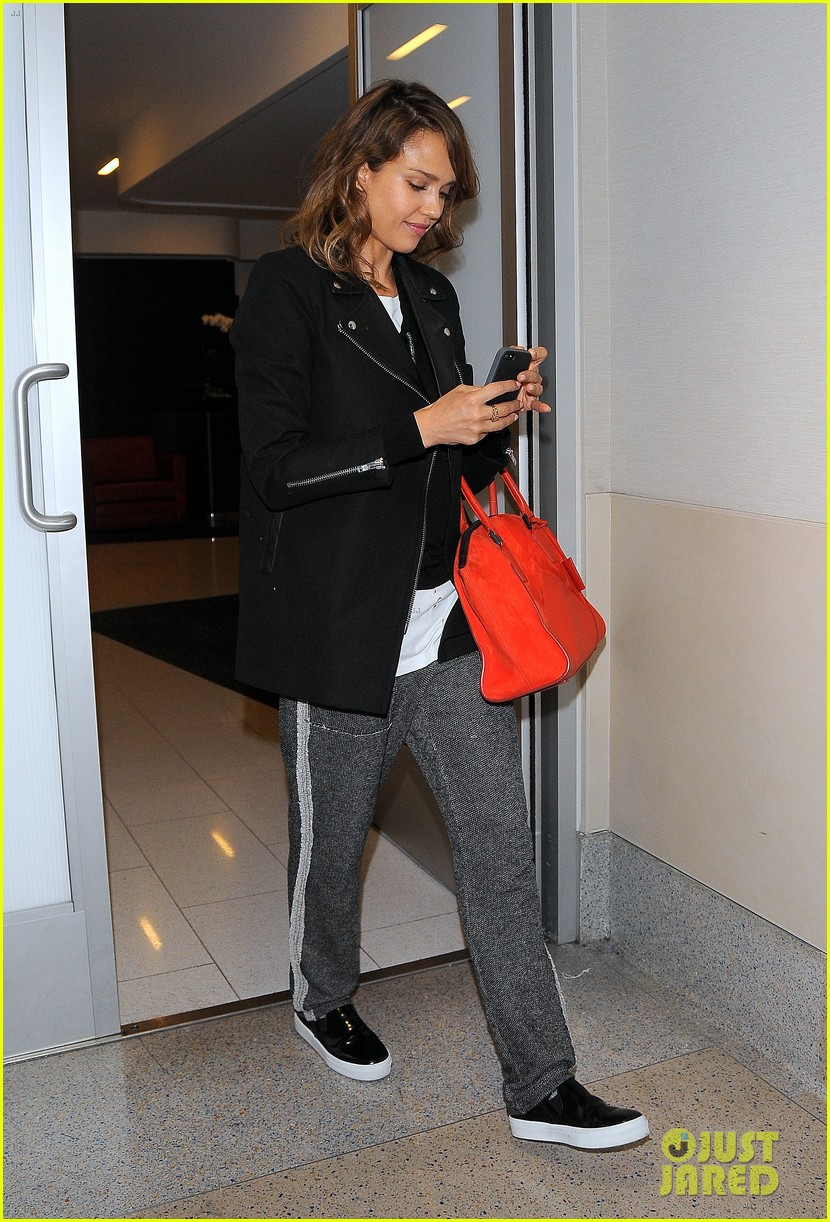 jessica alba her hubby stroll around before met ball 023105809