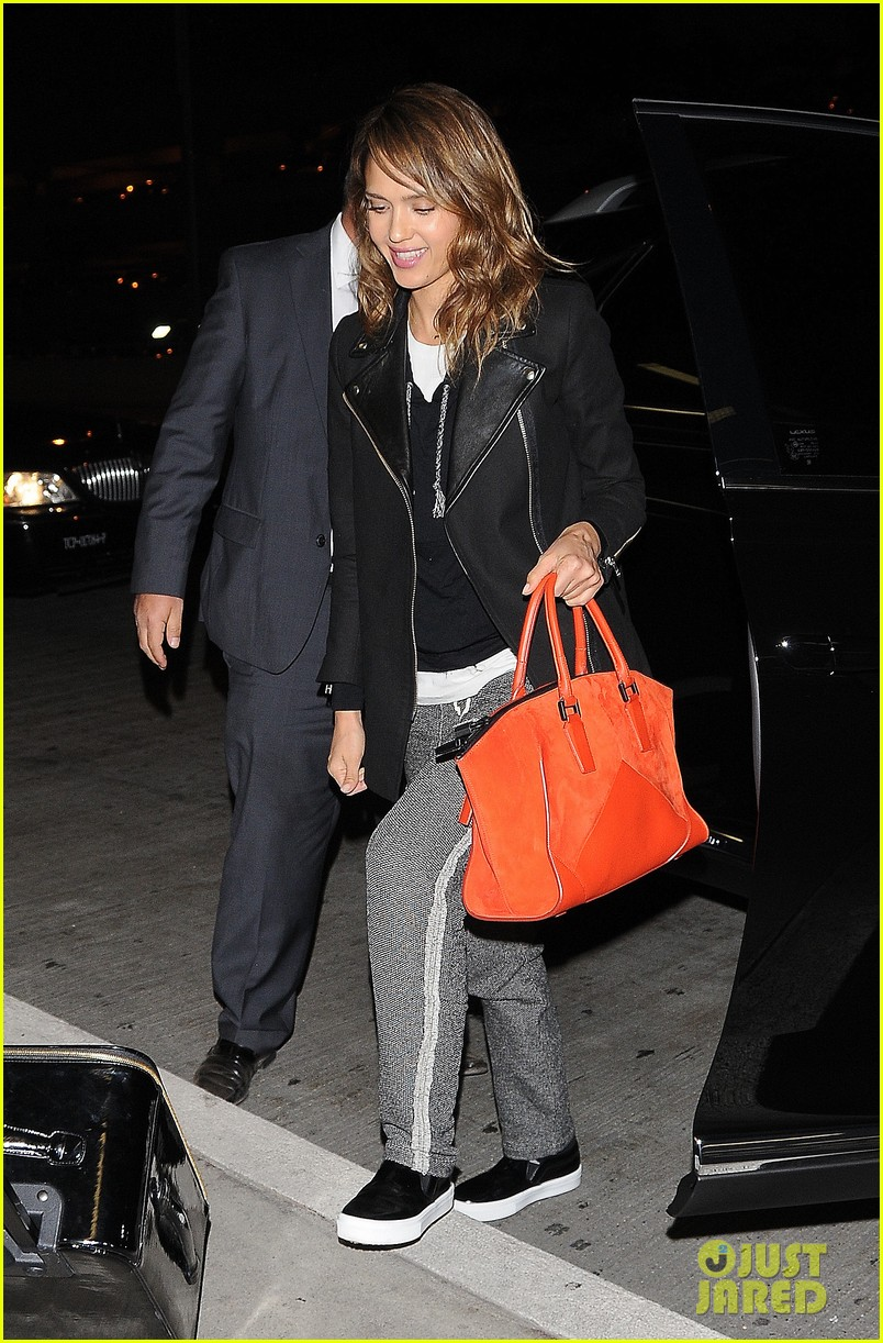 jessica alba her hubby stroll around before met ball 233105830