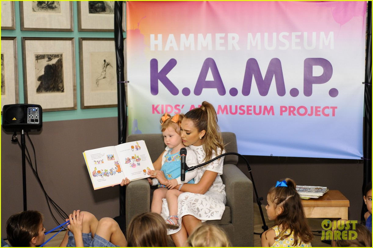jessica alba makes it a family affair hammer museum 103117300