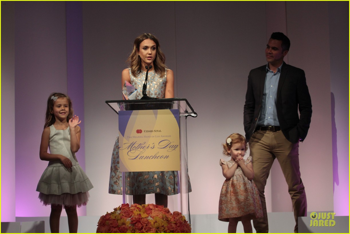 jessica alba mother of the year at luncheon 15