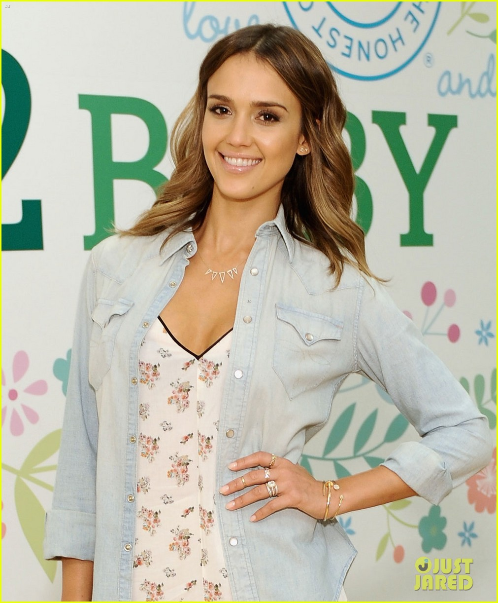 jessica alba belated birthday party in las vegas 023110375