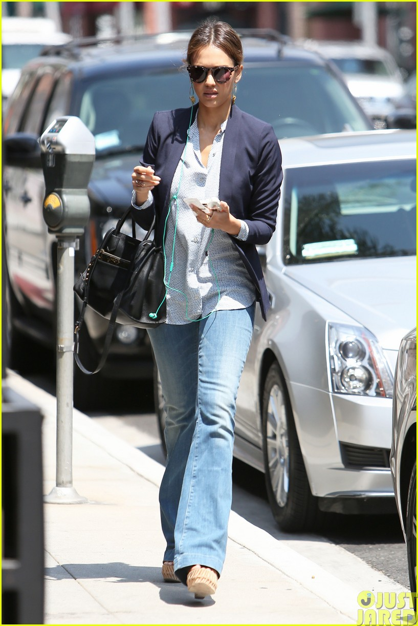 jessica alba teams up with zico coconut water273120882