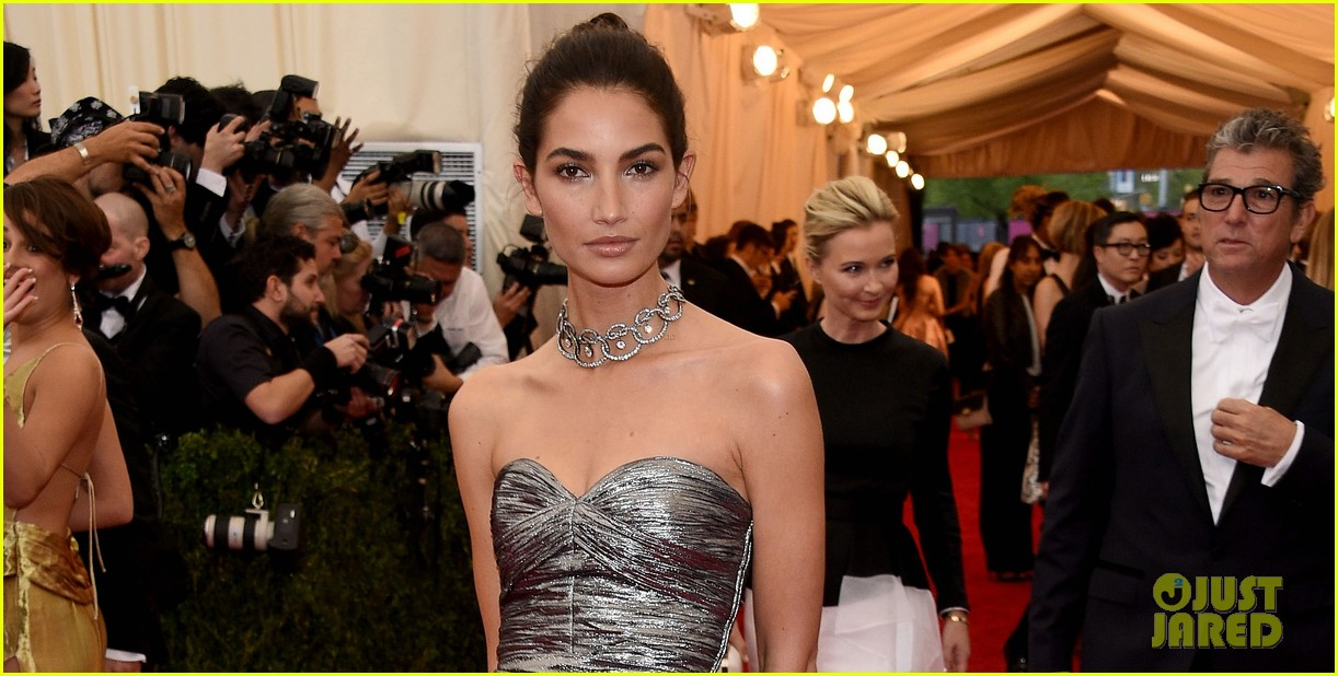 lily aldridge is wrapped in silver at met ball 2014 03