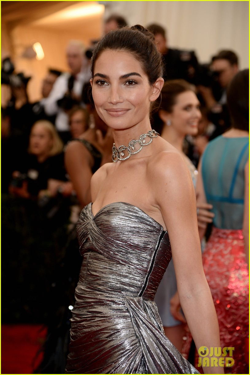 lily aldridge is wrapped in silver at met ball 2014 04