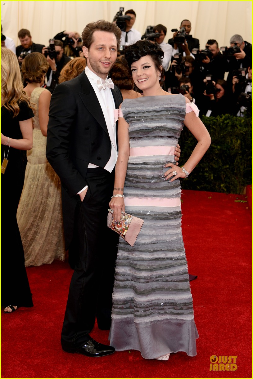 lily allen blends grey pink at met ball 2014 033106393