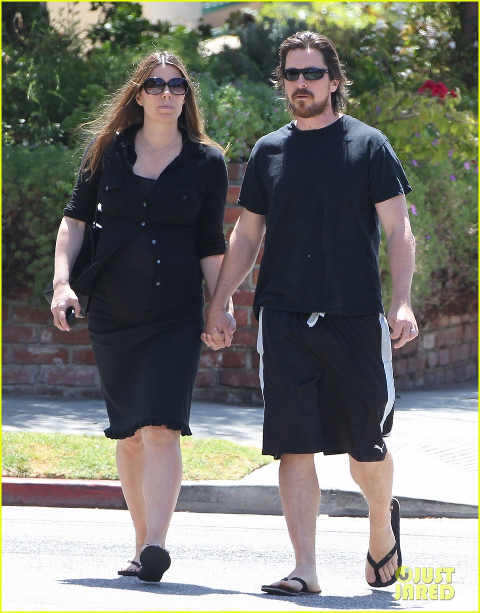 christian bale pregnant wife sibi hold hands 21