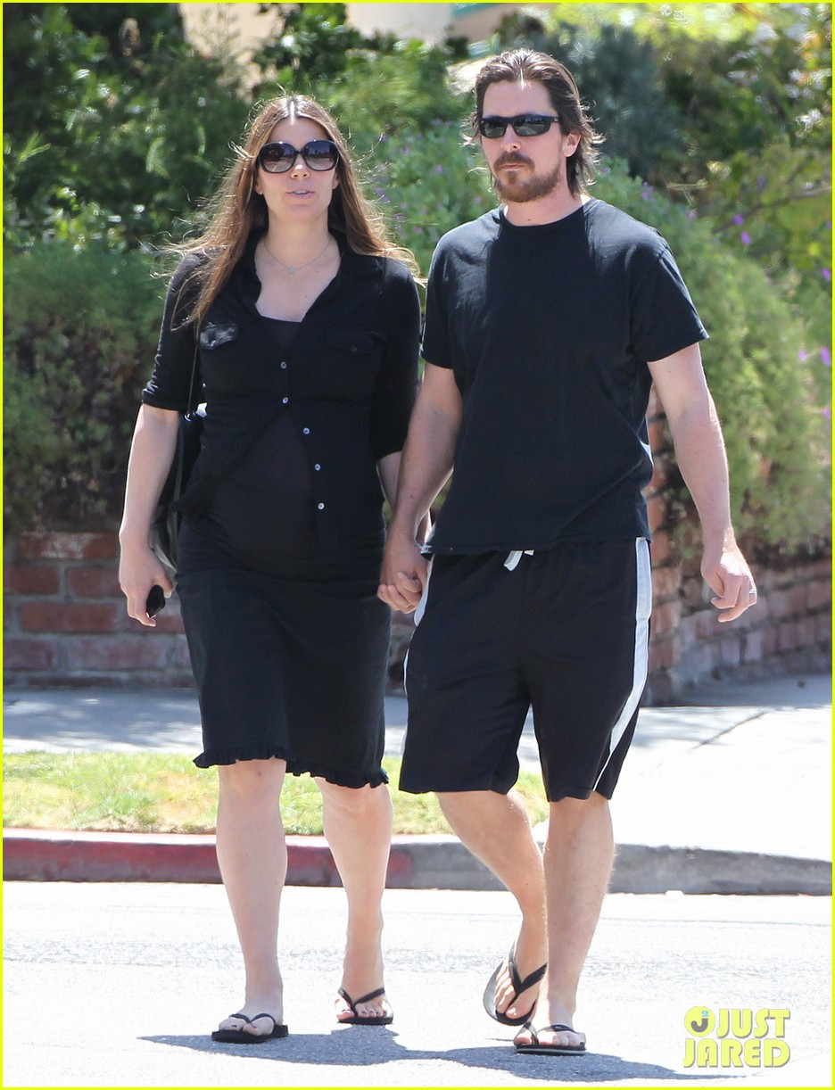 christian bale pregnant wife sibi hold hands 23
