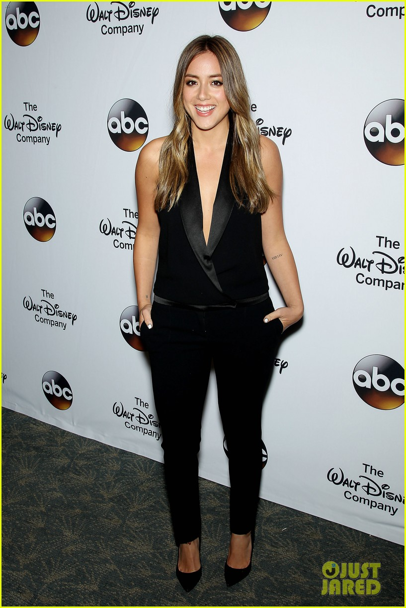 chloe bennet austin nichols make first red carpet appearance 18