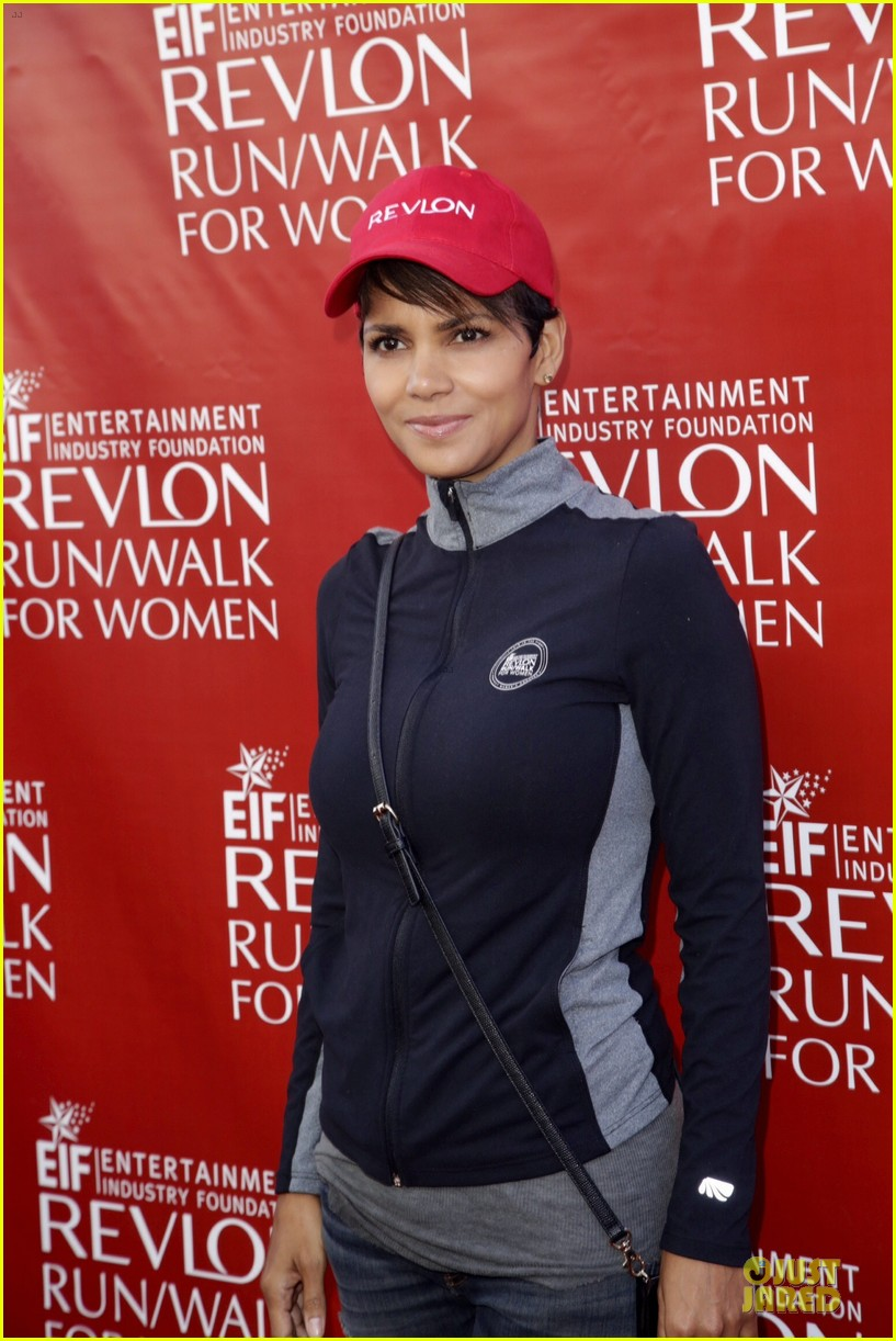 halle berry bruce willis wif revlon run 143110042