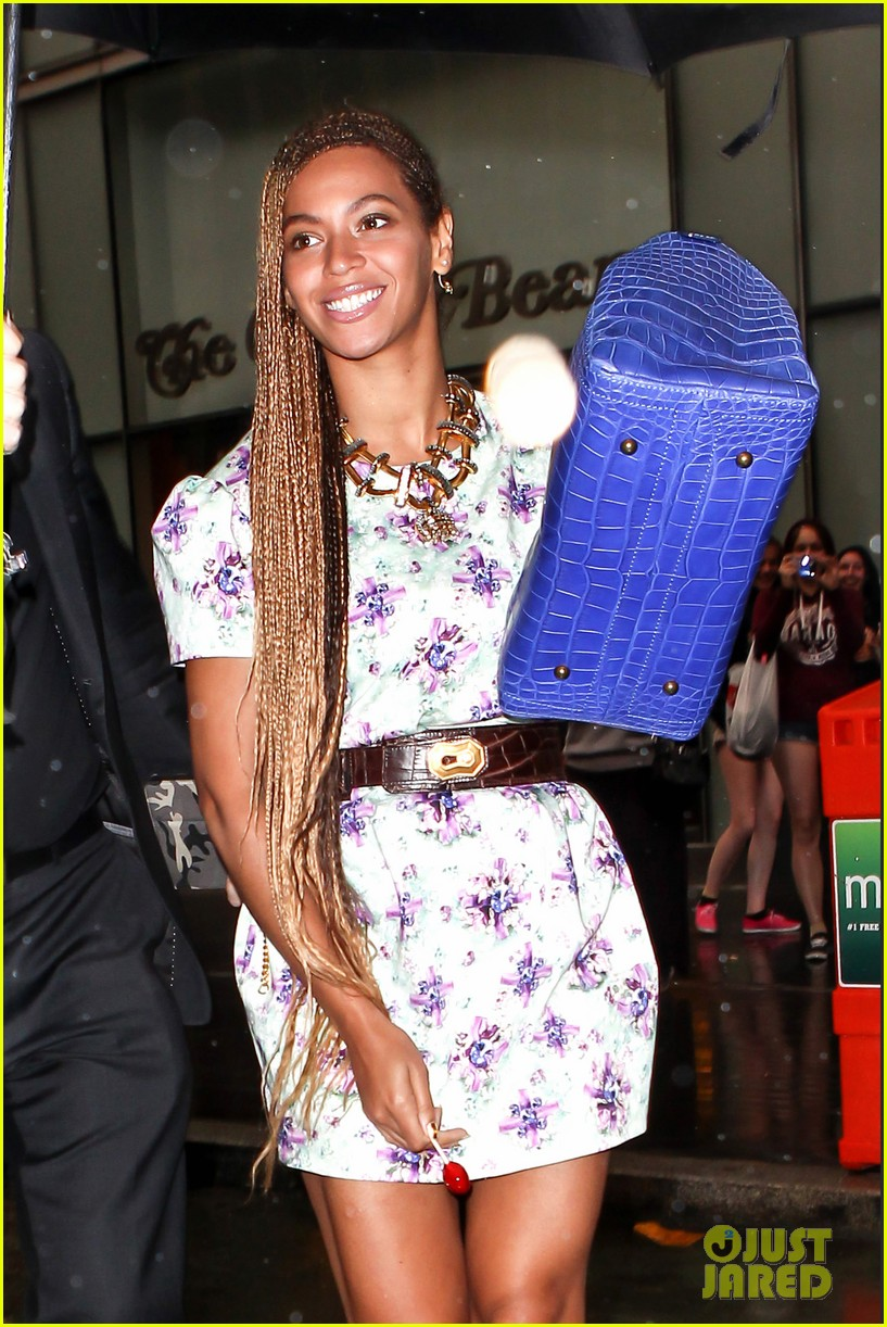 beyonce cant stop smiling caught in the rain 10
