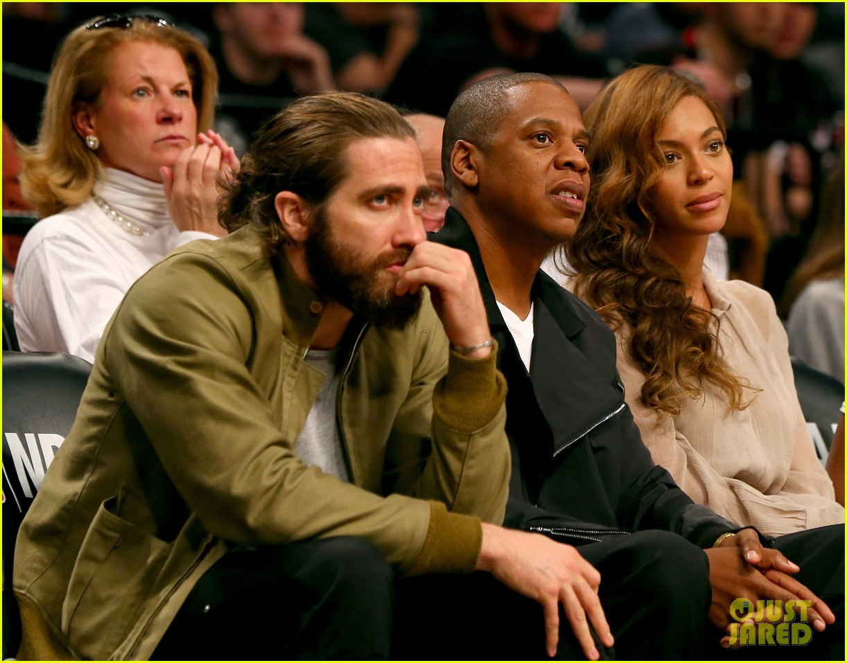 beyonce jay z nets game with jake gyllenhaal 05