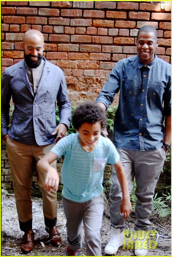 beyonce jay solange smile wide in new family photo 01