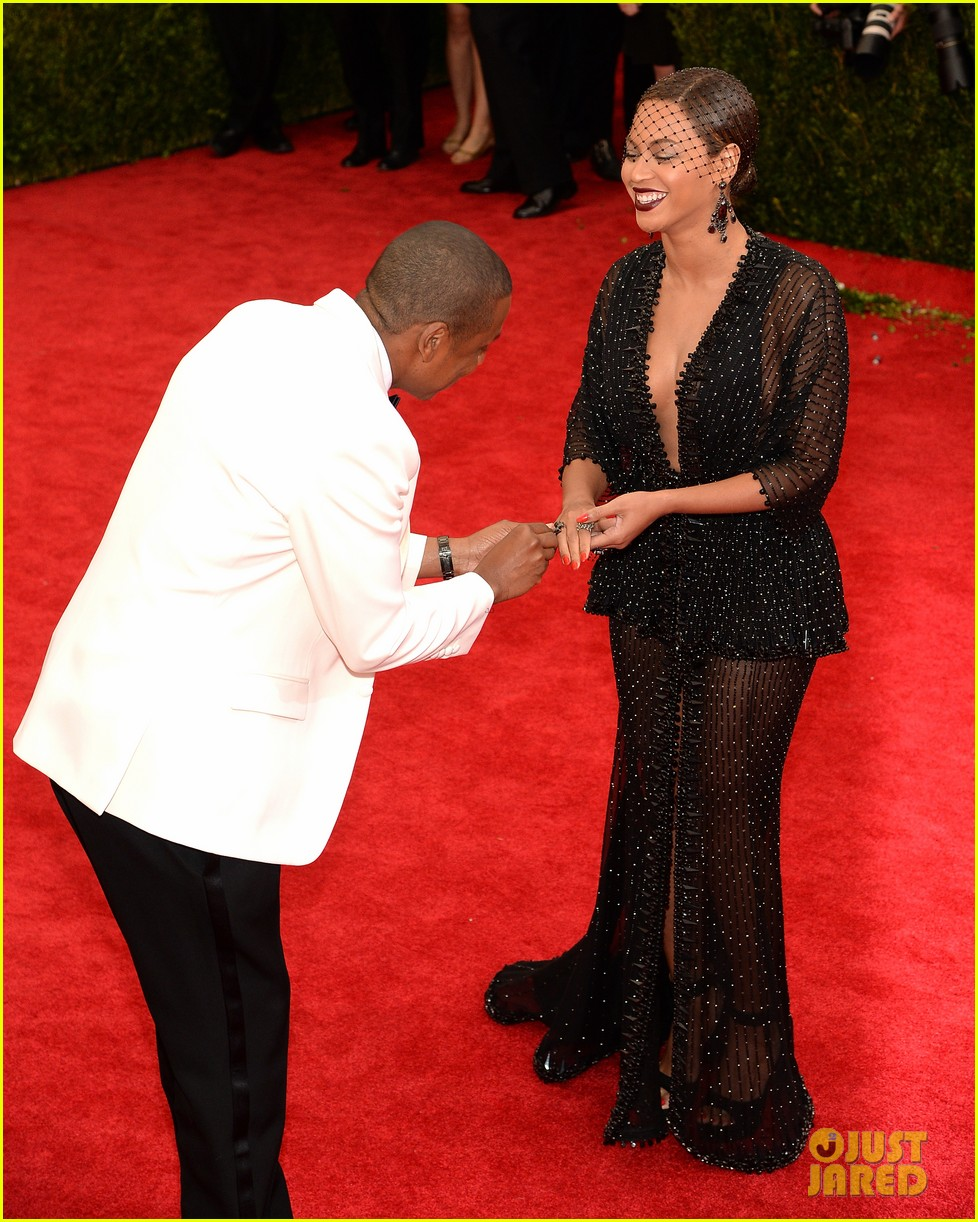 beyonce jay z ring met ball 2014 04