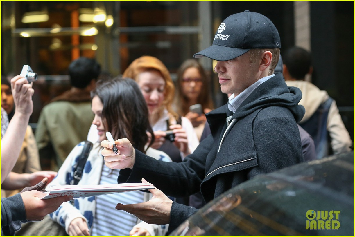 rachel bilson hayden christensen check out of their hotel 083115125
