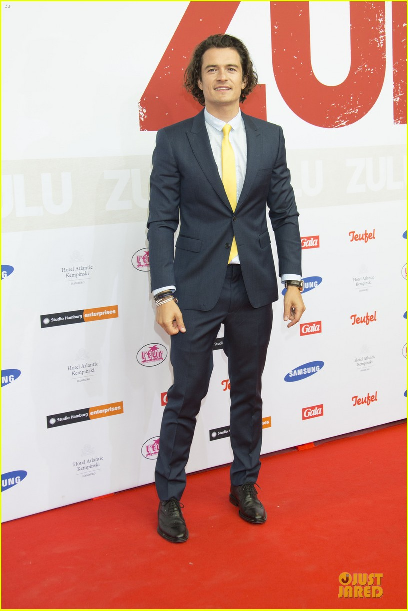 orlando bloom yellow tie zulu germany premiere 01