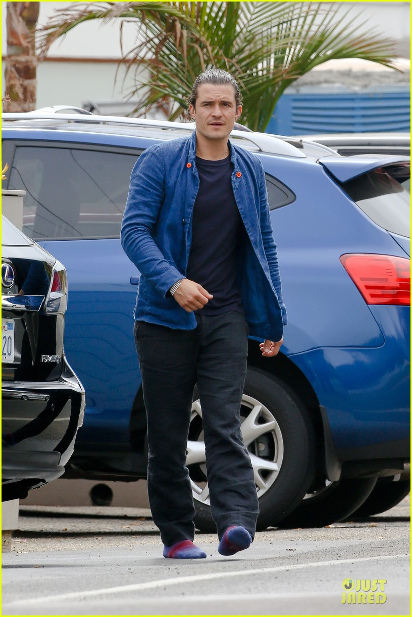 orlando bloom shirtless sexy in malibu 053122293