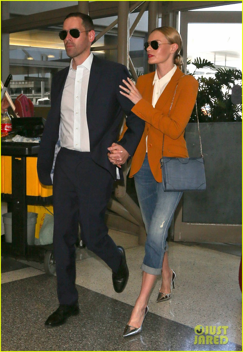 kate bosworth has a surreal moment at the airport 053113431