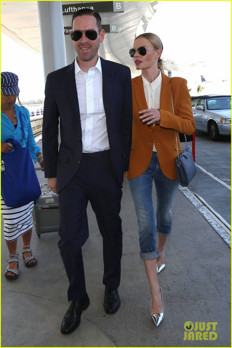 kate bosworth has a surreal moment at the airport 103113436