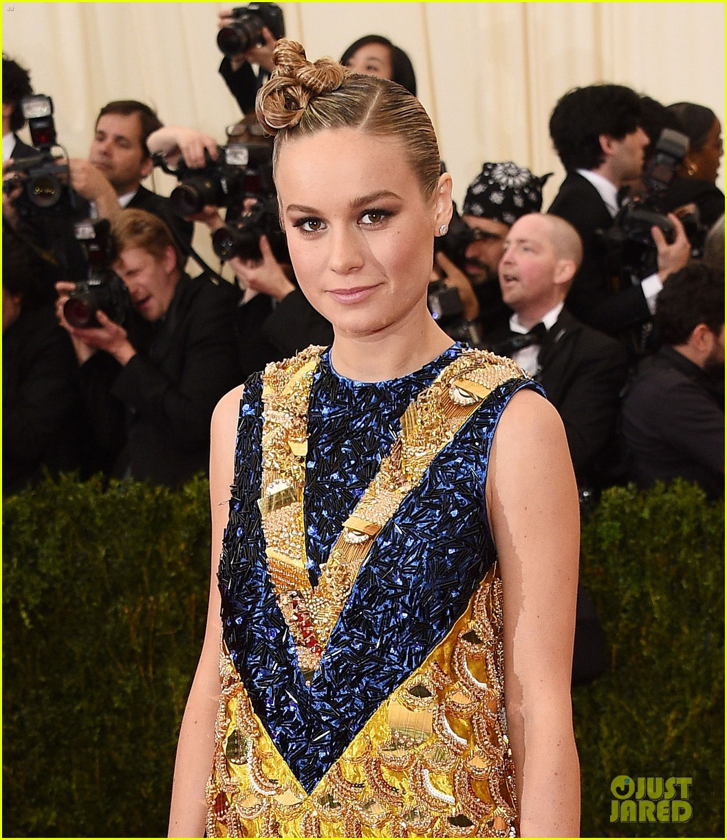 brie larson 2014 met ball red carpet 03