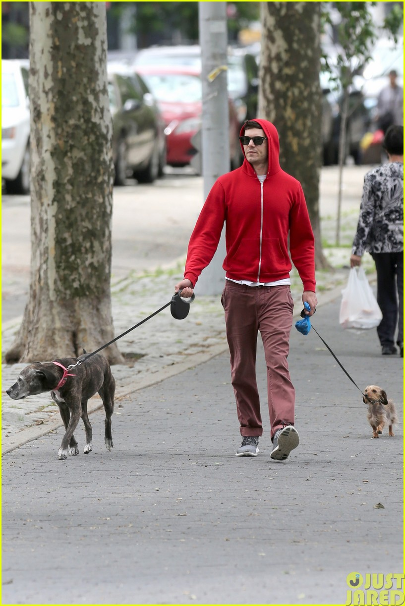 adam brody walks the dogs in his favorite sweatshirt03